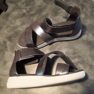 Woman's Easy Spirit shoes size 6W